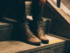 Czyszczenie i pastowanie skórzanego obuwia