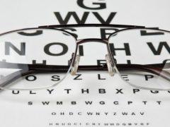 Okulary – konieczność, ale i moda. Wybierz odpowiednie