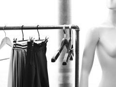 Jak wyposażyć sklep odzieżowy?